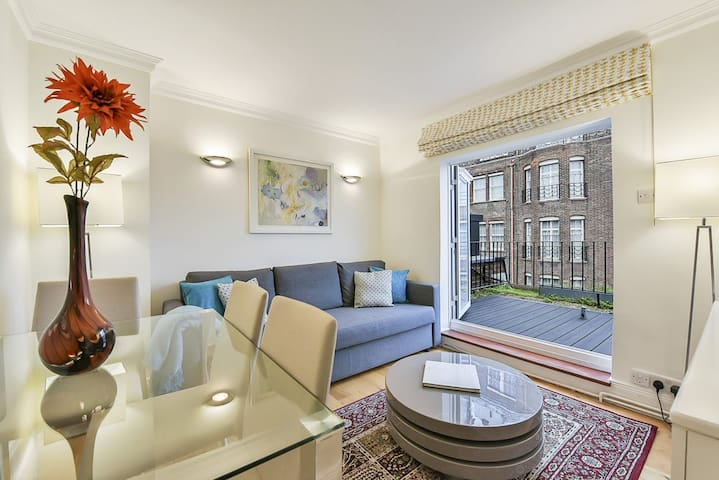 Roof Terraced Apartment in the Heart of Mayfair!