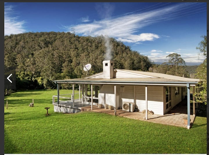 Stunning Cedar Tree Farm Stay- 3 bedroom house