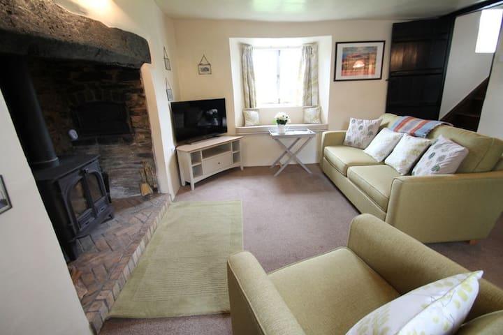 Characterful cottage, Cutcombe, Exmoor, sleeps 4 - Minehead - Dom