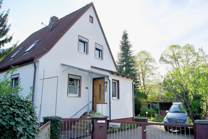 Ganzes Haus mit Garten in Schwabach bei Nürnberg