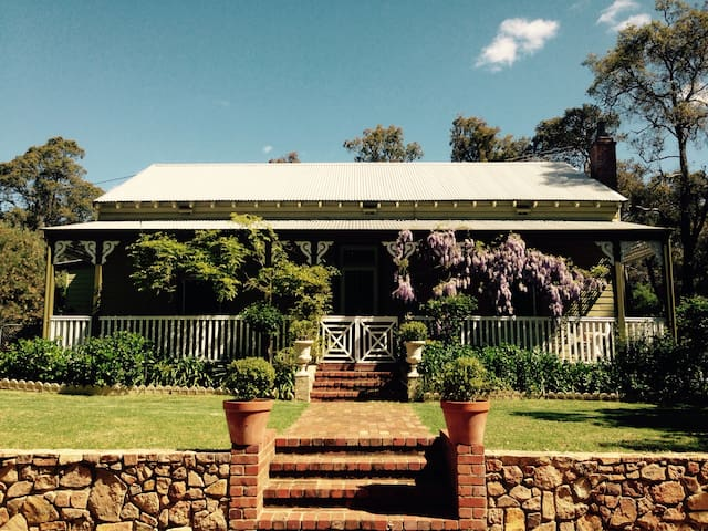 Charming Historic Country Home - Mount Helena - Rumah