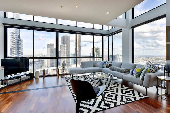 Elegant 2 Bedroom Penthouse with Spectacular Views
