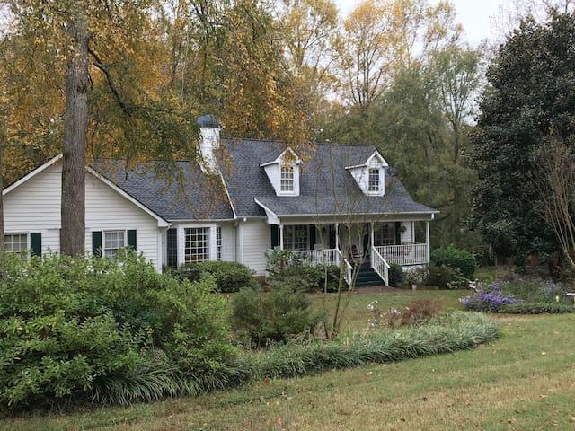 Cedar Creek Upstairs private suite,