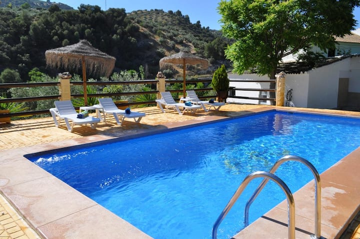 Villa with 6 bedrooms in Montefrío, with wonderful mountain view, private pool and furnished terrace