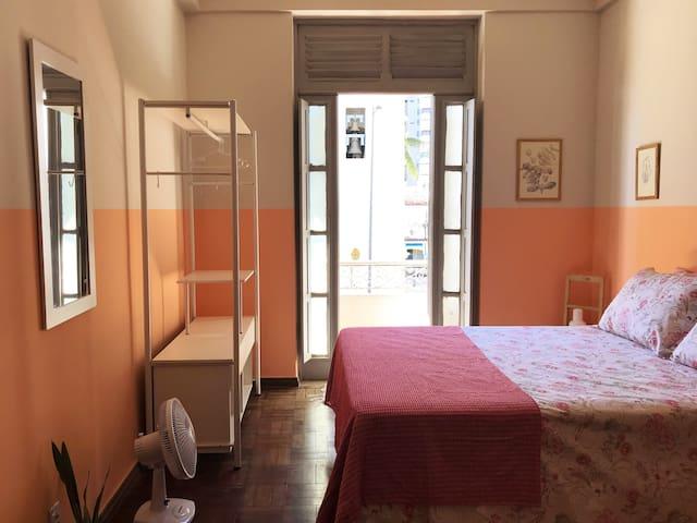 Charming bedroom close to Porto da Barra beach.