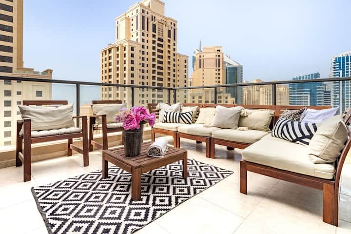 Amazing 2BR in Dubai Marina with Sea Views