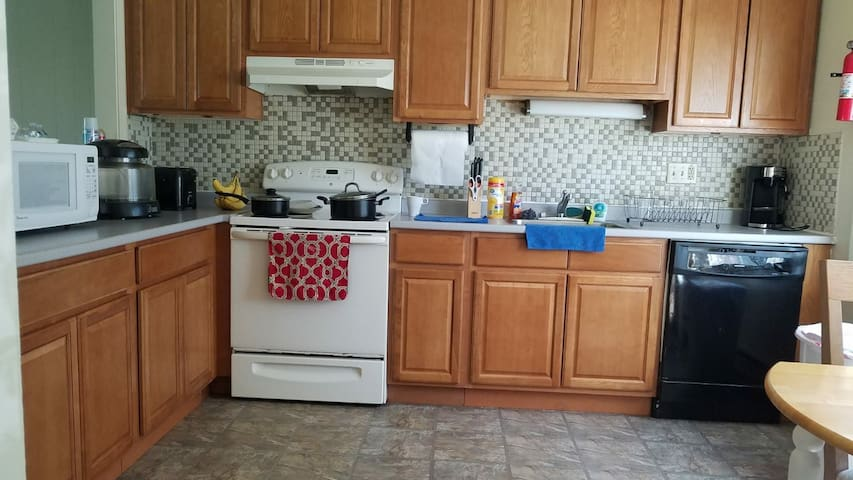 Nice Condo ! Belle Residence ! Amherst,MA !! Room2