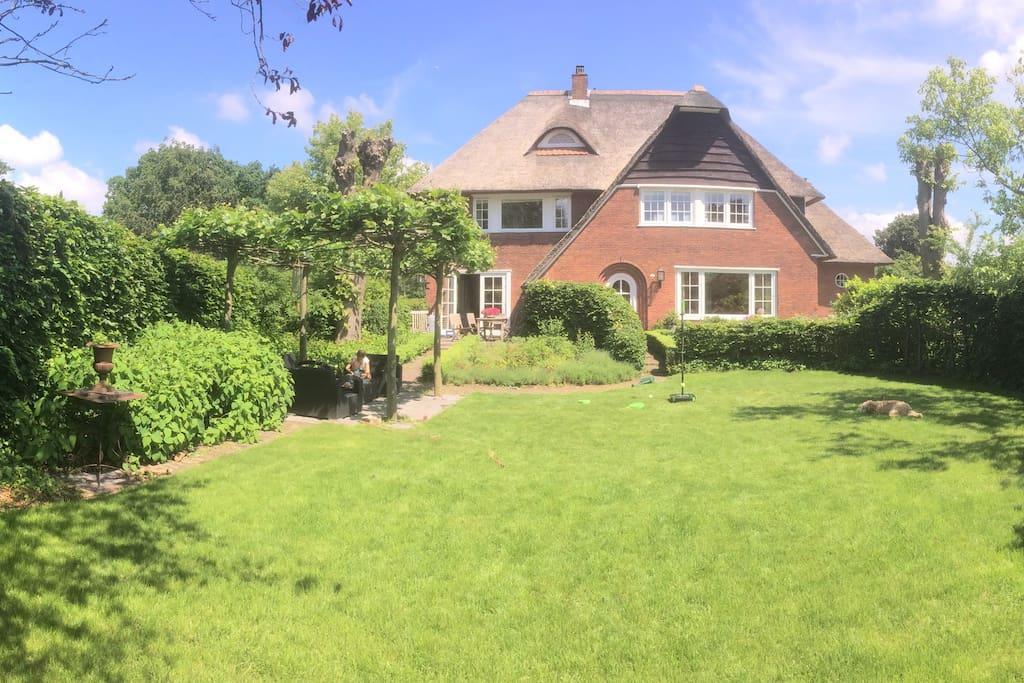 big landhouse, sleeps 8 - 9 people, near Amsterdam