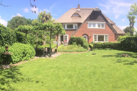 Big landhouse, near Amsterdam and beach, sleeps 8 - Santpoort-Zuid