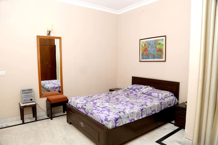Cozy Studio Apartment in South Delhi