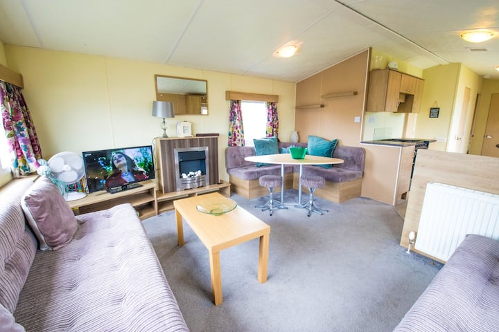 SBL70 - Camber Sands Holiday Park - Sleeps 8 - Close to swimming pools and facilities + Private Parking