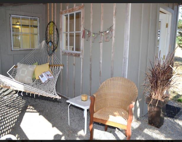 Tiny Cottage at Glenhill Farm & Gardens - Petaluma