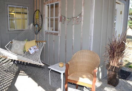 Tiny Cottage at Glenhill Farm & Gardens - Петалуме
