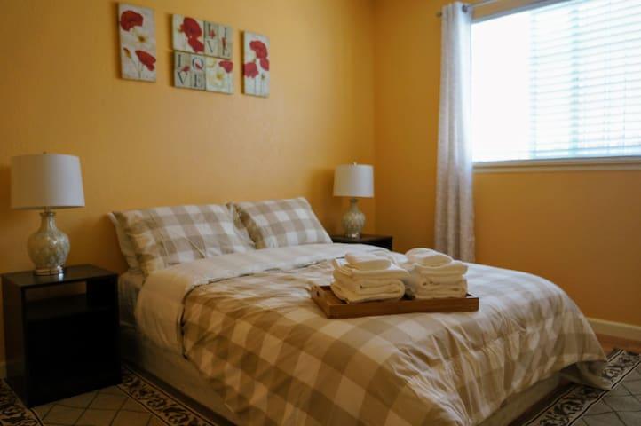 Cozy Bedroom(No2)with share bathroom in Sacramento