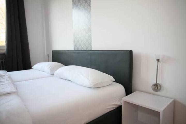 Sleep at Gehlbergen 15 ( 5 rooms for 12 people) - Bruchhausen-Vilsen - Boetiekhotel