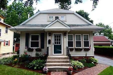 Cute house 15 minutes from Brown U. - 克兰斯顿(Cranston)
