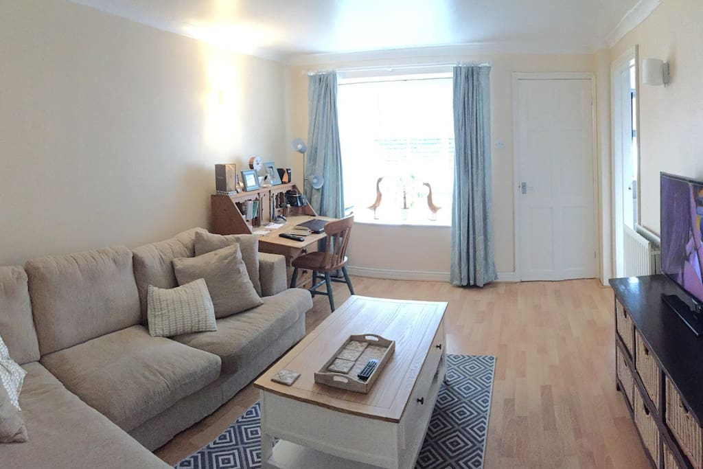 Comfy sofa, wifi, TV and DVD player, shared lounge