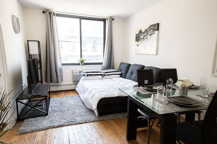 AMAZING LARGE ONE BEDROOM IN WILLIAMSBURG!!