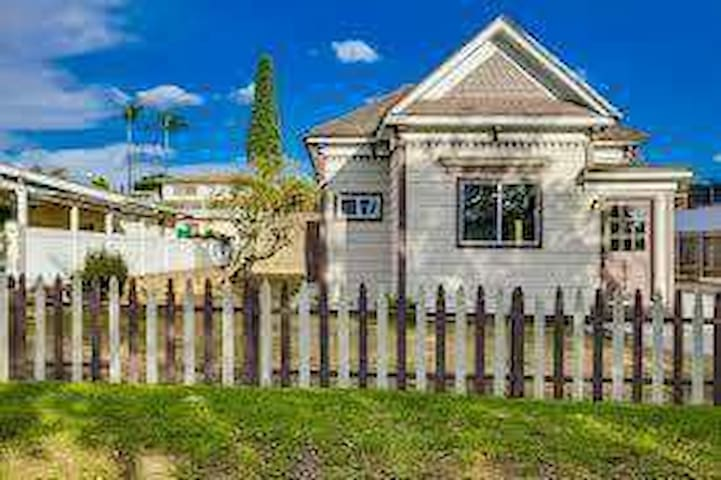 Cute Victorian 5 Miles to Downtown - National City