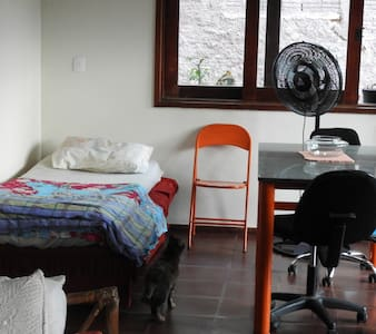 Sofa-bed in living room and garage near UNICAMP