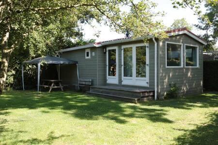 Een heerlijk natuurhuisje met privé sauna en tuin