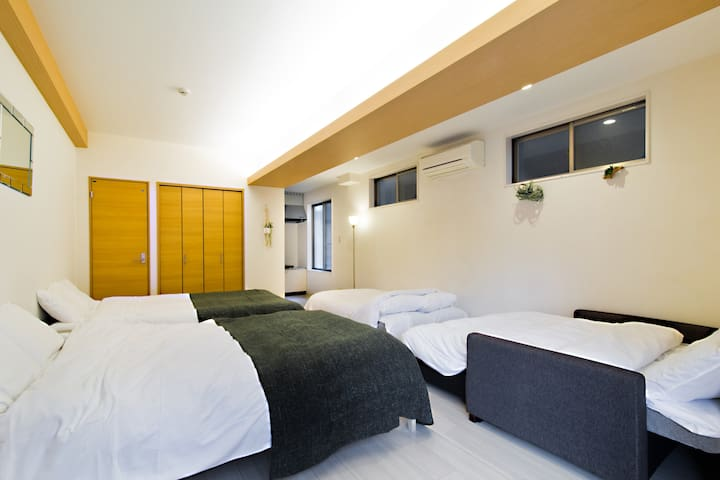 Legal condo walking distance to Namba for 8 pax