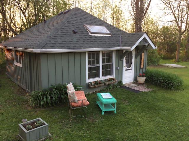 Cute Cottage on 3 acre farm property