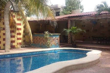 3 BR home: AC, pool*, security guard - Valladolid