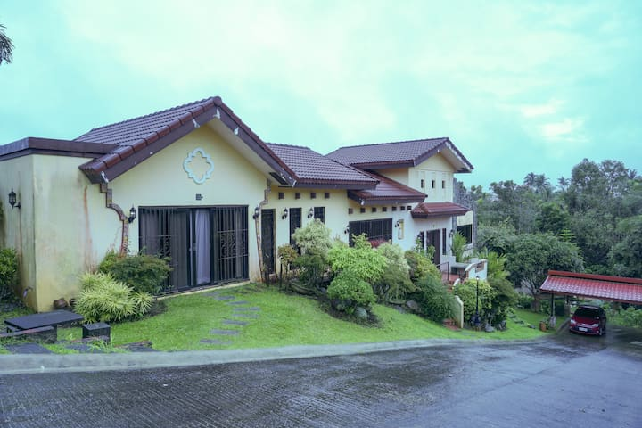 Farmhills Vacation House 5 Bedrooms for 16pax