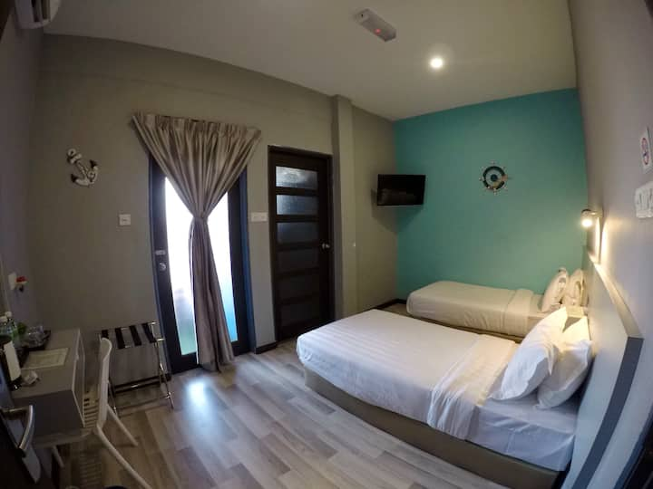 (ANG LEE HOLIDAY ) TWIN BED+balcony 1米双床+阳台+卫生间+早餐