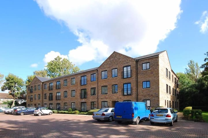 Apartment by the Wandle