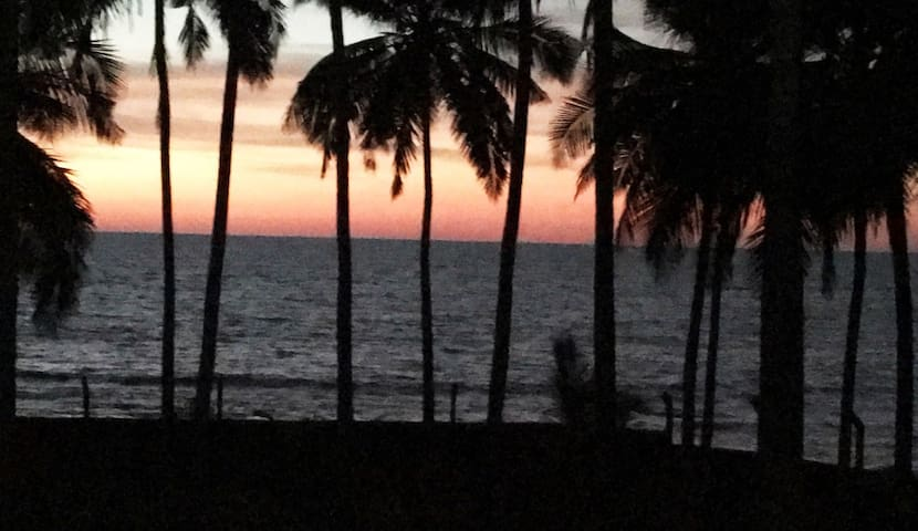 Cozy Kerala 1 BR beach cottage gorgeous sunsets