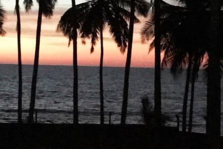 Cozy Kerala 1 BR beach cottage gorgeous sunsets
