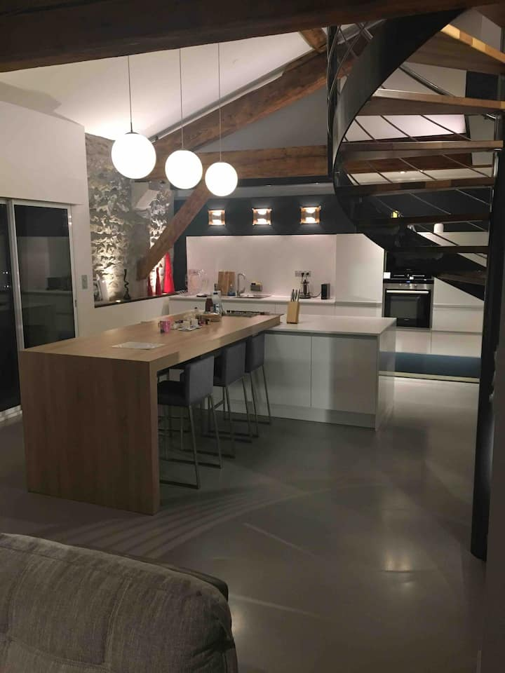 Loft 110 m2 moderne + place parking