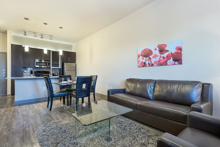 ★★★★★ 1 Bedroom Corporate Apt in Uptown/Downtown