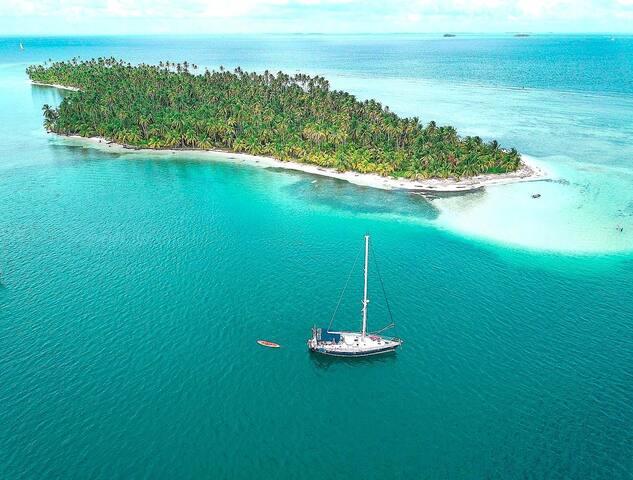 San Blas Sailing in 15 Meters Boat.