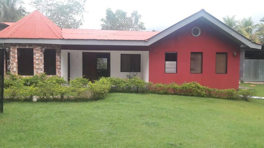 Casa de Campo y cerca de playas.