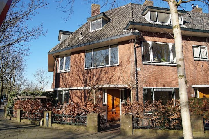 2bedrooms 4pers.  20min. Amsterdam - Oegstgeest - House