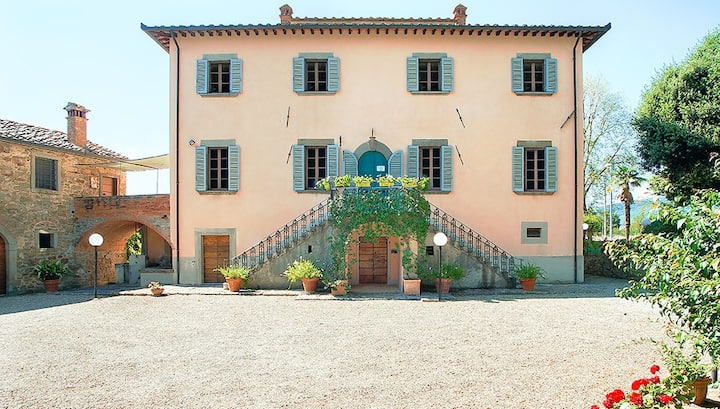 Villa Vivarelli: Historic Tuscan Countryside Villa