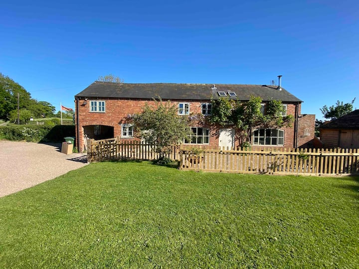 Luxury homely open plan barn with log burner