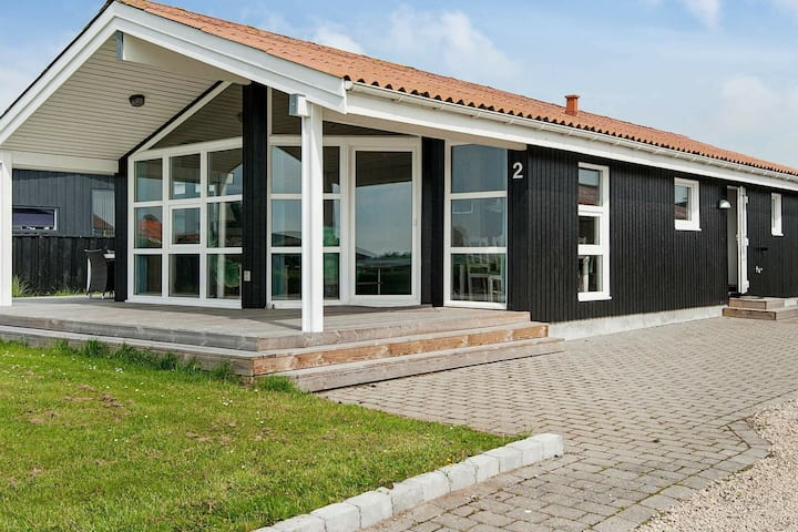 Quaint Holiday Home in Ronde with Whirlpool