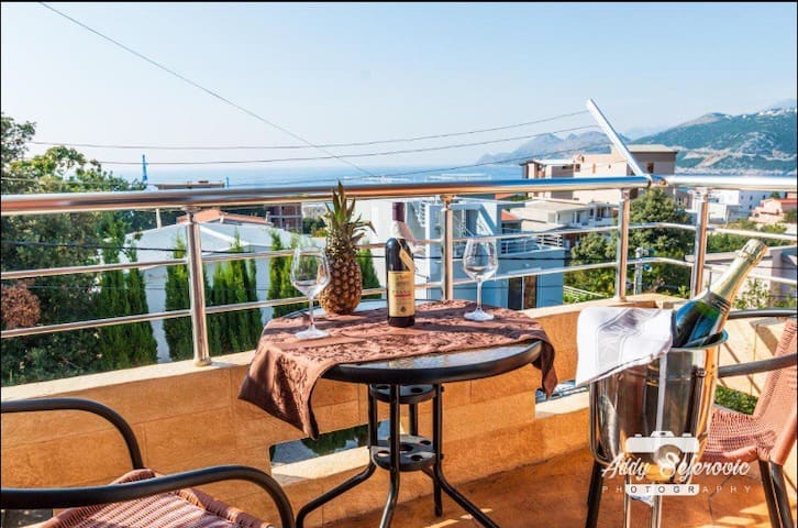 Sea view apartment/wi-fi/P/rooftop terrace & bbq