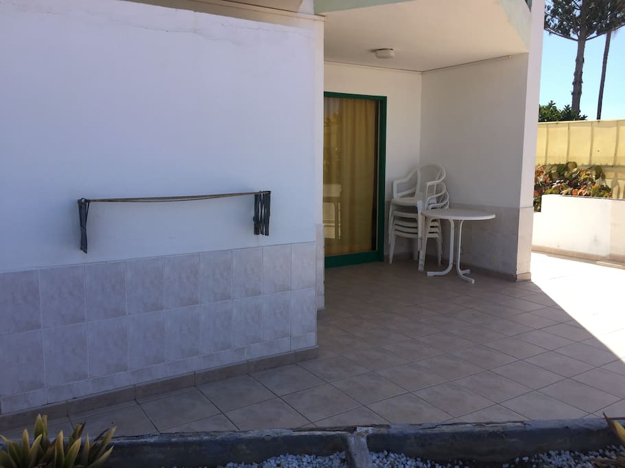 Terraza frente piscina