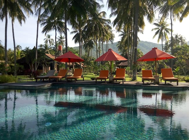Deluxe room at Senggigi central, Beachfront+B'fast
