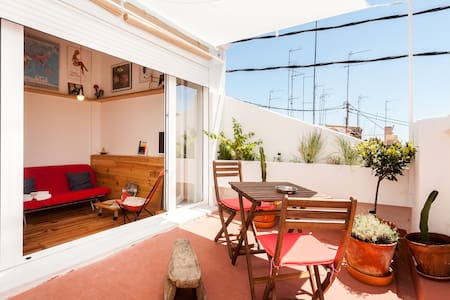 SUNNY (MINI) ATTIC WITH TERRACE IN RUZAFA'S HEART - València