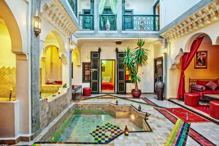 Riad matins de marrakech chambre familiale guesthouses for Airbnb marrakech