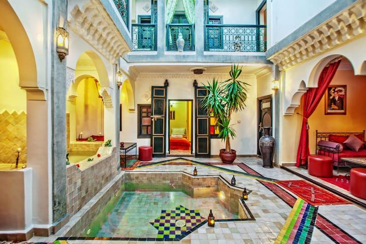 Riad matins de marrakech chambre familiale guesthouses for Airbnb marrakech
