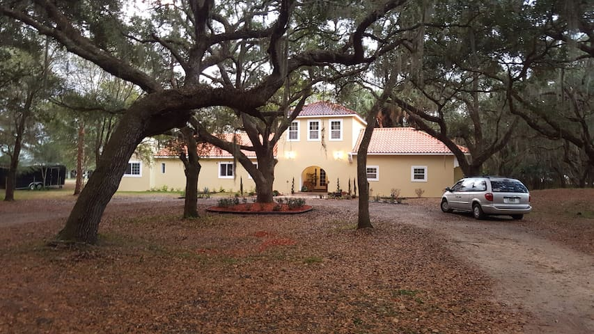 BEAUTIFUL COUNTRY HOUSE FOR 14 PERSONS - Sebring - Dom