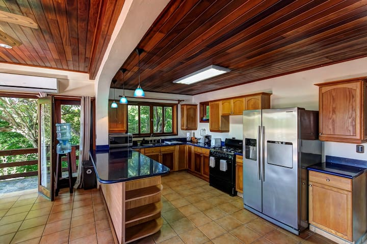 Long-term discounts: Oceanfront treehouse home w/ private pool, deck, near beach