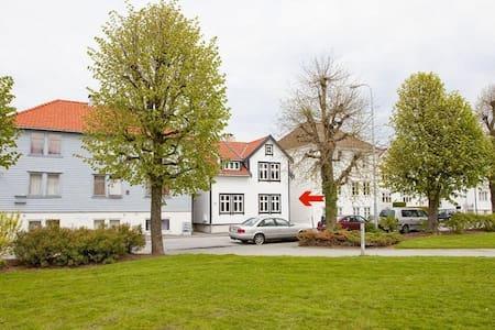 Flott kjellerleilighet med sentrumsnær beliggenhet - Stavanger